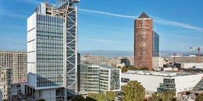 Cette tour rénovée de 130 mètres de haut sera aussi la première à utiliser une extension intérieure reposant sur un exosquelette (sans noyau en béton) depuis la construction de la tour Eiffel.