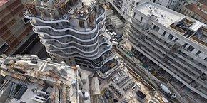 Contre-plongée sur l'immeuble en construction Higher Roch, en coeur de ville de Montpellier, en janvier 2021.