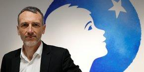 La société de gestion Artisan Partners a critiqué mercredi le maintien d'Emmanuel Faber à la présidence de Danone et réclamé la désignation d'un président vraiment indépendant.