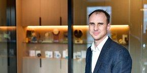 Après avoir annoncé cette semaine sa participation à un nouveau tour de table au sein de la marque lyonnaise les Opticiens Mobiles, Nicolas Rousset prépare, courant avril, la cession des parts de Nutrisens au fonds parisien Sagard, après une entrée en 2007.