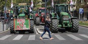 Plus de 200 agriculteurs étaient réunis au centre-ville de Toulouse le 8 avril 2021 pour protester contre les nouvelles conditions d'accès aux aides de la PAC.
