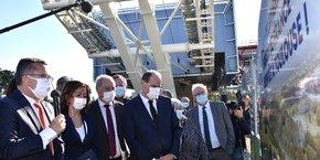 Entouré de Carole Delga et Jean-Luc Moudenc, le Premier ministre Jean Castex a découvert le chantier du prochain téléphérique urbain de Toulouse et sa station Université Paul-Sabatier, samedi 24 avril.