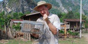 Serge Morand a mené une trentaine d'études de terrain, dont une au Laos en collaboration avec l'Institut Pasteur du Laos, sur les virus de la faune sauvage.