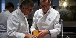 Michel et Sébastien Bras, célèbres restaurateurs aveyronnais, ouvrent La Halle aux grains à la Bourse du Commerce à Paris, nouveau centre d'art contemporain du collectionneur François Pinault.