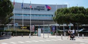 L'aéroport Toulouse-Blagnac ne bénéficie d'aucune connexion directe à la gare SNCF de Toulouse, comme beaucoup d'autres villes en France.