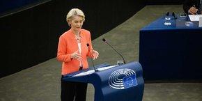 La présidente de la Commission européenne, Ursula von der Leyen, devant les députés européens.