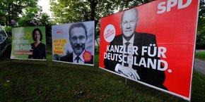 La coalition SPD/Verts/FDP veut une politique d'exportation d'armes restrictive et souhaite la mise en place dans l'Union européenne de règles plus contraignantes.