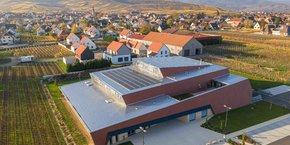 A travers le projet Bélénos, créé pour sortir de la domination chinoise, les entreprises Systovi (groupe CETIH, Pays de la Loire) et Voltec Solar (groupe STRUB, Grand Est) ambitionnent de faire renaître la filière industrielle française du photovoltaïque. Ils envisagent une capacité de production d'électricité de 1GW par an.