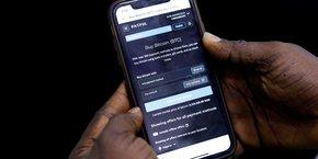 Une application nigérienne permettant de gérer son portefeuille de cryptomonnaie. Le Nigeria lance ce 25 octobre une monnaie numérique afin de contenir l'essor des monnaies décentralisées, accusées d'alimenter les flux financiers du terrorisme.