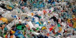 Nous collectons, sur-trions, stockons, conditionnons et acheminons vers les divers recycleurs toutes sortes de déchets dits tertiaires hors foyer: emballages en plastique, papiers, canettes, verre, bois etc., explique à La Tribune la directrice de la jeune pousse, Maud Curial.