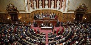 La moitié des membres du Sénat va être renouvelée dimanche 24 septembre. La république en marche, le mouvement qui soutient Emmanuel Macron, espère effectuer une percée, alors que la droite et le centre, qui devraient conserver la majorité, veulent éviter une implosion