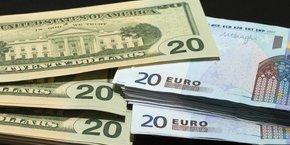 L'euro grimpait face au dollar jeudi alors que la Banque centrale européenne (BCE) a maintenu sa politique monétaire inchangée.