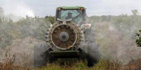Herbicides, fongicides ou insecticides : en France, près de 750 molécules de pesticides et leurs dérivés sont susceptibles d'être trouvées dans l'environnement.