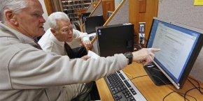 La part des personnes âgées de 65 à 74 ans qui sont en emploi est en forte croissance depuis 10 ans, même si elle ne représente encore que 5% de cette classe d'âge souligne l'Insee.
