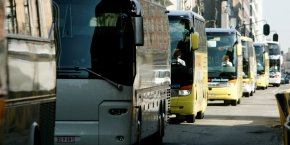 Défilement d'autocars