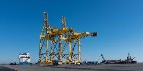 Les deux portiques installés fin 2015 pour le transbordement des conteneurs au Verdon n'ont encore jamais servi.