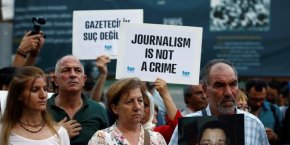 Selon Reporters Sans Frontières, la liberté de presse n'est plus seulement menacée dans les pays aux gouvernements autoritaires. Cette liberté se fragilise également considérablement au sein des démocraties