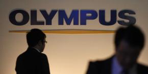 L'affaire Olympus avait débuté mi-octobre 2011 avec le renvoi manu militari du PDG britannique, Michaël Woodford, officiellement congédié six mois après sa nomination en raison de méthodes de travail inadaptées