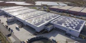 Le bâtiment logistique Mediaco, dont la centrale (2 070 kWc) sera exploitée par Urbasolar