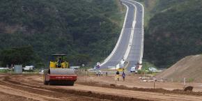 En 2015, l'Afrique du Sud disposait d'une ligne de budget de 95 milliards de dollars pour construire et réhabiliter les infrastructures de transports dans le pays.
