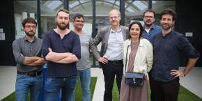 Les sept cofondateurs de Mediacités présente pour le lancement à Toulouse