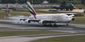 L'avionneur européen a présenté ce dimanche une version améliorée de son A380 qu'il a baptisée « A380plus », avec des modifications telles qu'un réaménagement de l'espace intérieur de l'avion qui permettrait de gagner jusqu'à 80 sièges, ou des « winglets », ces ailettes verticales situées au bout des ailes pour améliorer l'aérodynamisme et réduire la consommation de carburant de 4%. Au final, selon Airbus, des coûts au siège de l'avion réduits de 13%.
