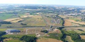 Vue aérienne des Portes du Tarn et de l'échangeur n°5 de l'A68 qui permet d'y accéder