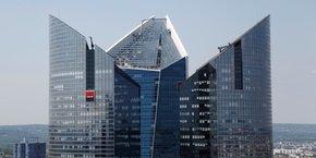 Tous les acteurs de la finance, y compris les banques françaises comme la Société Générale (ici son siège de La Défense) seraient concernés par la suppression de la taxe à 20% sur les plus hauts salaires.