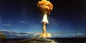 Essai nucléaire du 3 juillet 1970 à Mururoa (tir de 1 MegaTonne eq. TNT).