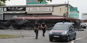 Une fillette tuée, 13 blessés... Une voiture a foncé lundi 14 août sur une pizzeria à Sept-Sorts, en Seine-et-Marne, et le chauffeur a été interpellé aussitôt après cet acte.