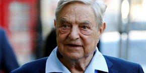 Classé 29e fortune mondiale par le magazine Forbes en 2017, George Soros agit à travers sa très active fondation qui est parfois accusée par ses détracteurs d'ingérence politique.