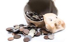 Les Français ont encore dû s'attaquer à leur épargne en octobre, afin de faire face aux dépenses de l'automne (impôts, rentrée).