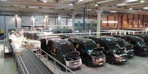 Le centre de tri, avec 65 véhicules et 2 km de tapis roulants, s'étend sur plus de 15 000 m2.