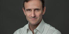 Olivier Sichel, 50 ans, est diplômé de l'ESSEC, de l'IEP de Paris et ancien élève de l'ENA. Il a été Pdg de Wanadoo, puis a rejoint la société de capital-risque Sofinnova Partners. En 2012, il devient Pdg du leader européen des guides de shopping  sur Internet LeGuide.com qu'il vend à Kelkoo en 2016.