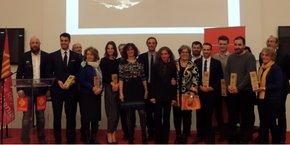 Les sept lauréats de l'édition 2017, entourés du jury et des partenaires du Prix de l'Expatriation