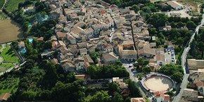 Vue aérienne de Saint-Christol, qui envisage de fusionner avec 3 autres communes de l'Hérault