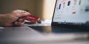 Création d'un site marchand, choix d'une solution de paiement, organisation de la logistique de livraison dont le click & collect : découvrez une sélection des startups françaises qui proposent ces services aux commerçants.