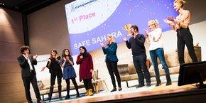 Le premier prix a été remporté par Safe Sahara, solution développée par l'équipe algérienne d'Oran afin de résoudre le grave problème local des accidents routiers causés par les chameaux s'échappant sur les routes.