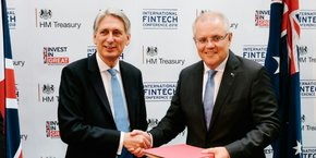 Philip Hammond, le ministre britannique des Finances, à la conférence internationale de la Fintech ce jeudi à Londres avec Scott Morrison, son homologue australien, après avoir signé le pont Fintech entre les deux pays.