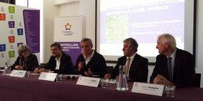 De gauche à droite : C. Marion (M3M), G. Rabin (CNES), P. Saurel (M3M), B. Plano et A. Podaire (InSpace)