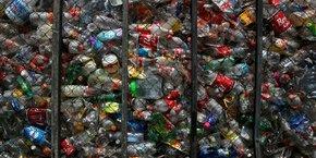 Les consommateurs achètent de l'eau en bouteille mais ne ramènent pas les bouteilles vides, ils constituent des stocks,  a expliqué un recycleur allemand.