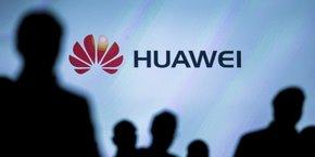 Le département de la Défense a déjà cessé la vente de smartphones et de modems de ZTE et de Huawei dans les magasins de ses bases militaires, en raison de risques potentiels pour la sécurité nationale.