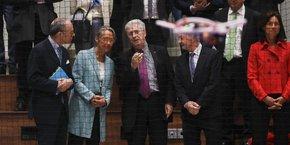 La ministre des Transports, Élisabeth Borne, a inauguré dans les locaux de l'Enac une volière de drones, un outil unique en ce genre.
