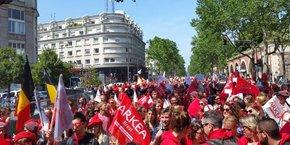 Le cortège des salariés de Crédit Mutuel Arkéa parti, jeudi après-midi, de la Place de la Bastille jusqu'à Bercy.