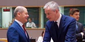 Olaf Scholz, le ministre allemand des Finances, et Bruno Le Maire, le ministre français, ce vendredi au Conseil européen à Bruxelles.