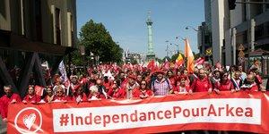 Manifestation pour l'indépendance Crédit Mutuel Arkéa