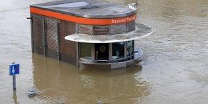 Les assureurs evaluent a 430 millions d'euros le cout des inondations
