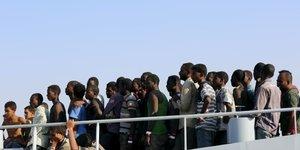 Sicile: 450 migrants debarquent, 5 pays en prendront la moitie