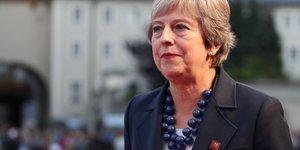Brexit: theresa may defend son plan, pas d'avancee en vue