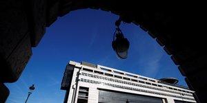 France: bercy envisagerait de reporter les privatisations, rapporte bfm
